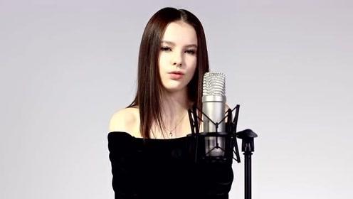 小天使丹妮莉亚翻唱《Tears Of Gold》视频公开,歌声太美了