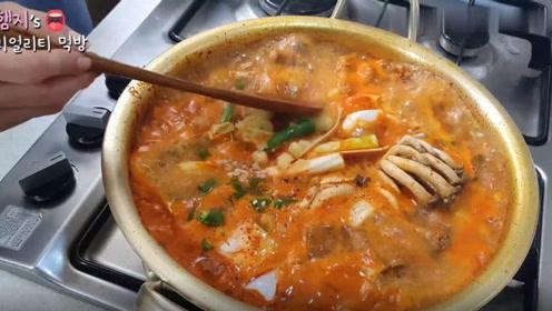 【Hamzy小姐姐的美食】:在家吃猪肉辣椒酱炖锅,再配上荷包蛋~