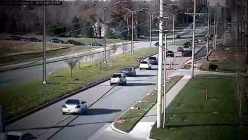 15辆车连环追尾,要不是视频拍下,都不知发生了什么