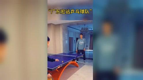 CBA球员打乒乓球减压 徐杰也是乒球高手!