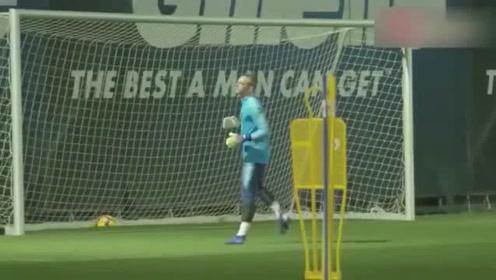 这训练水平确实高,巴萨训练备战西甲联赛,梅西就是球队核心