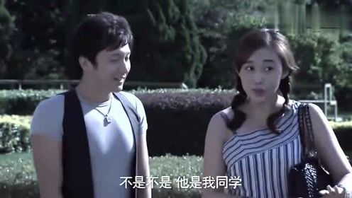 影视:董事长在门外偷看女子,结果被闺蜜发现,尴尬了!