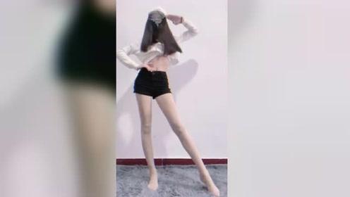 前女友发来的视频,简单一个变装,让我又心花怒放了!