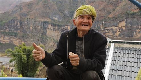 小伙替农户解决滞销核桃,爷爷最后握住我的手,表情让人寻味
