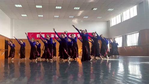 浙江艺术职业学院舞蹈系各班学生自拍唱红歌1