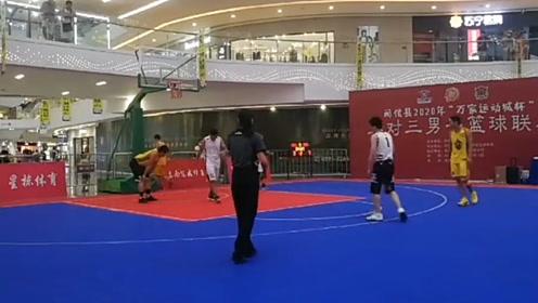 一男子参加商场3V3篮球突然倒地 裁判紧急按压抢救后仍未苏醒