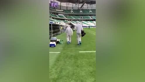 点赞!国安球员亚冠比赛中主动将矿泉水空瓶清理带走