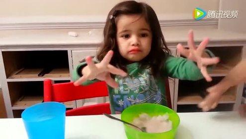 小萝莉吃冰!反应太搞笑了