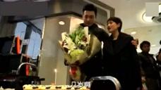 《我的前半生》马伊琍送花给靳东,靳东感动,撒娇称自己才四岁!