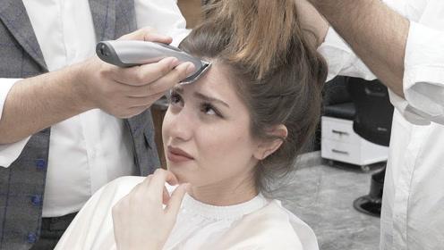 美女去理发店剪发,发型师拿出理发器后,场面瞬间尴尬了!图片