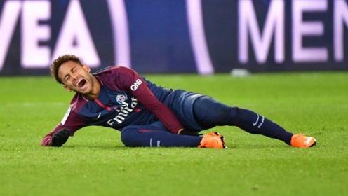 巴黎内马尔彩虹过人后伤退,可能缺席欧冠对阵曼联的比赛