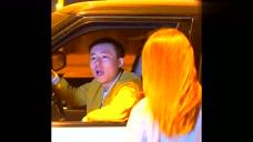 农村小伙街头被女友侮辱,开豪车的帅哥看不下去了,结局真解气