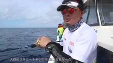 海钓:钓友都没钓到鱼,小伙子居然能钓上双飞,这运气厉害了!