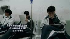 高考:学生们考前时间紧迫,生病了在挂水都在拿着书在学习!