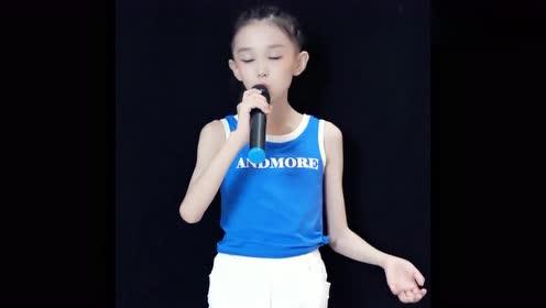 小女孩演唱《缘分一道桥》,开口那一刻我震惊了,开口跪啊!
