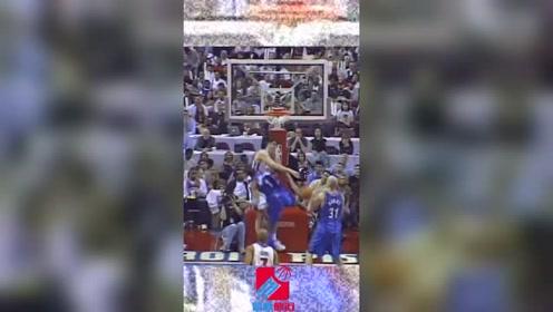 5味NBA:麦迪滑翔暴力劈扣,坐在场边的詹姆斯不淡定了