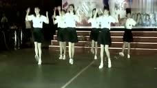 本以为是再普通不过的学生跳舞了,但音乐一响我就知道我错了
