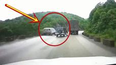 玩命呢这是,弯道超车导致对向面包车失控,差点害惨视频车