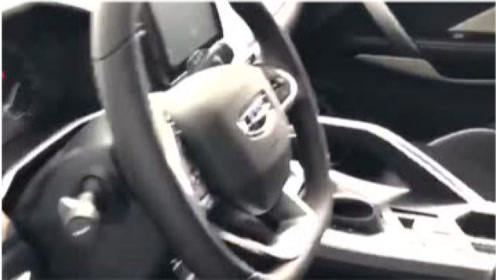女顾客试驾后的车,看到这一幕,我忍不住笑了