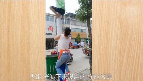 搞笑视频:此时一位面带微笑的靓仔刚好路过
