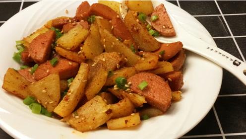 最简单土豆美食,孜然土豆丁,香辣酥软,一口一个吃美了