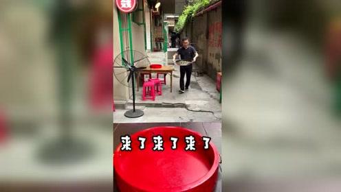 美食探店 老居民楼角的来凤鱼,青花椒味嘿独特
