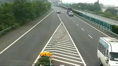 这种女司机上高速就是祸害,看完视频后,才知有多无语