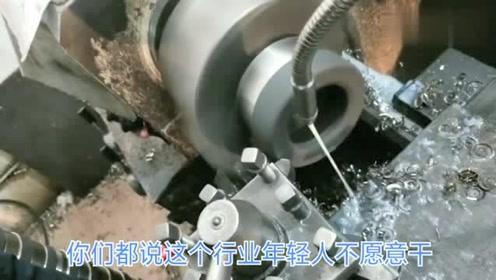 广东东莞,又脏又累的机械行业,小伙一干就是三年,目前年薪60000