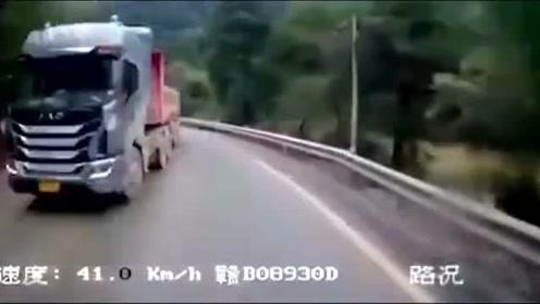 货车神龙摆尾,视频车太倒霉了