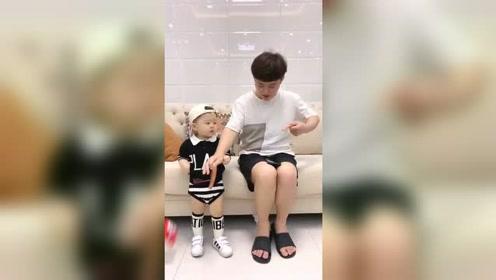 爸爸不过是碰了他一下,他竟然就哭的这么厉害!