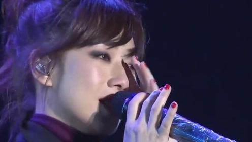 她当初离婚为前夫演唱此歌,谁知一夜红遍全国,原唱唱到一半泪奔