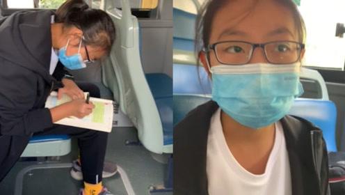 河南郑州一初中女生公交车上补作业:周末要上补习班,作业没做完