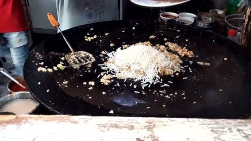 印度街头大锅炒饭,调料才是真主角,这手艺不愧是开挂民族美食!