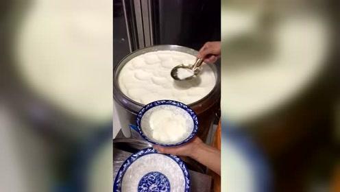 买了12勺豆腐脑,幸亏拍下了视频当证据,不然找谁说理去?