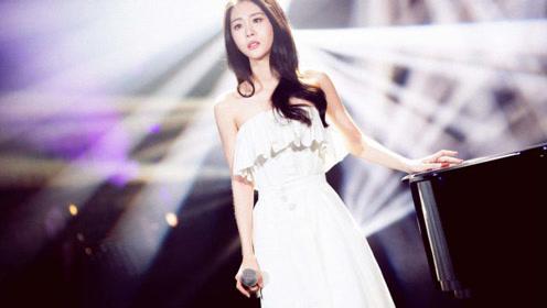 张碧晨动情演唱《见与不见》,全场听到忘我,人美歌更美