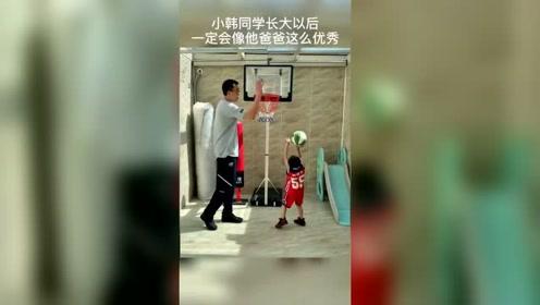 篮球暖心时刻,韩德君和自己的儿子玩篮球,期待小韩能打入CBA