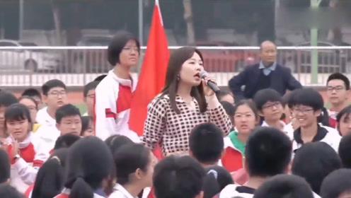 看到体育、化学、地理老师都唱歌了,英语老师坐不住了