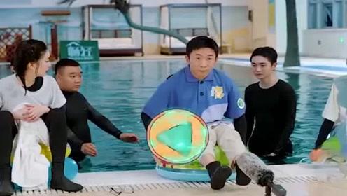 综艺搞笑:范丞丞吃瓜掉进水里,虽然很心疼,