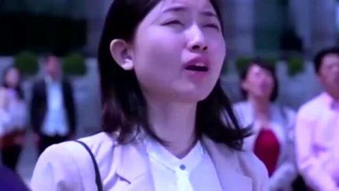 感动中国!香港各界人士齐聚国旗下唱国歌,听完后泪湿眼眶!