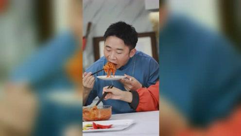 四川人杨迪被辣懵,这款美食太厉害