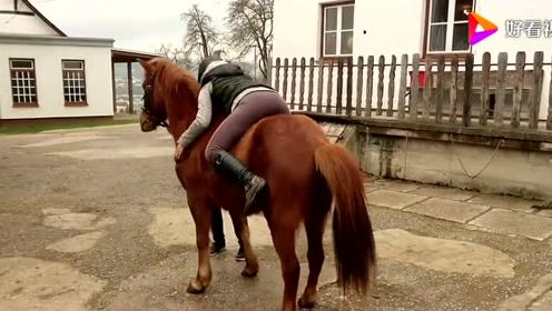 盘点美女骑马的各种搞笑姿势,最后一个实在是