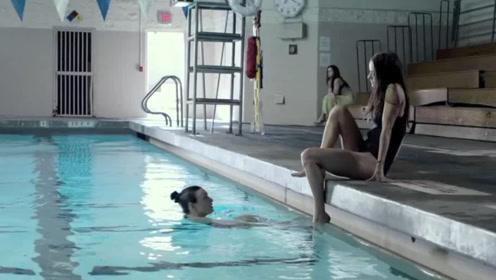 美女用半条命告诉我们,游泳千万不要戴戒指!