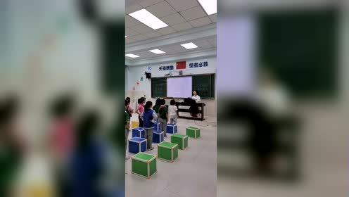 小学音乐课现场