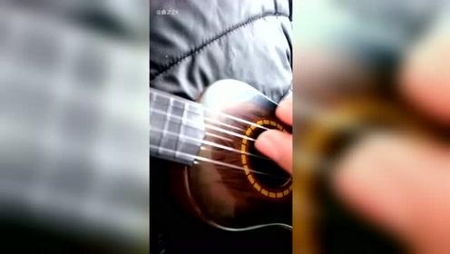 尤克里里弹奏:《追光者》加上音乐,声声入耳