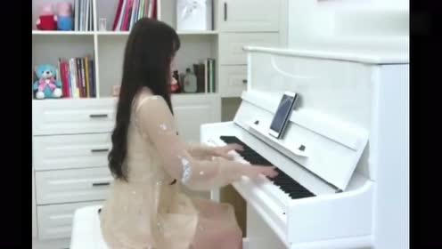 《Victory》钢琴版超燃的背景音乐,网友:身材真