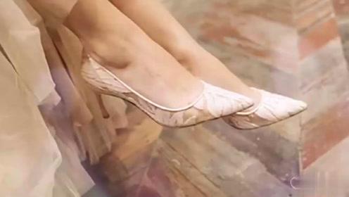 美女脚模自拍:蕾丝仙女高跟鞋,尽显极致女人