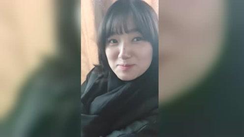 我的朝鲜美女导游用我的手机自拍,第一次用,感觉萌萌的!