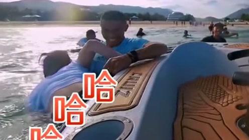 黄明昊帅气下海翻车,节目组360度多机位直拍放