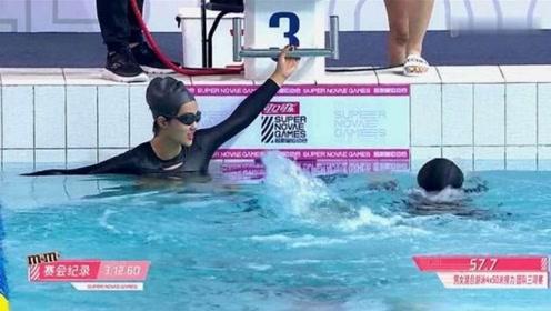 郑乃馨游泳速度太快,眼睛都跟不上她的移动速度,主持人直呼太热血!