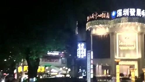 深圳不愧是国际大都市,夜生活真的是非常精彩,遍地是休闲娱乐场所